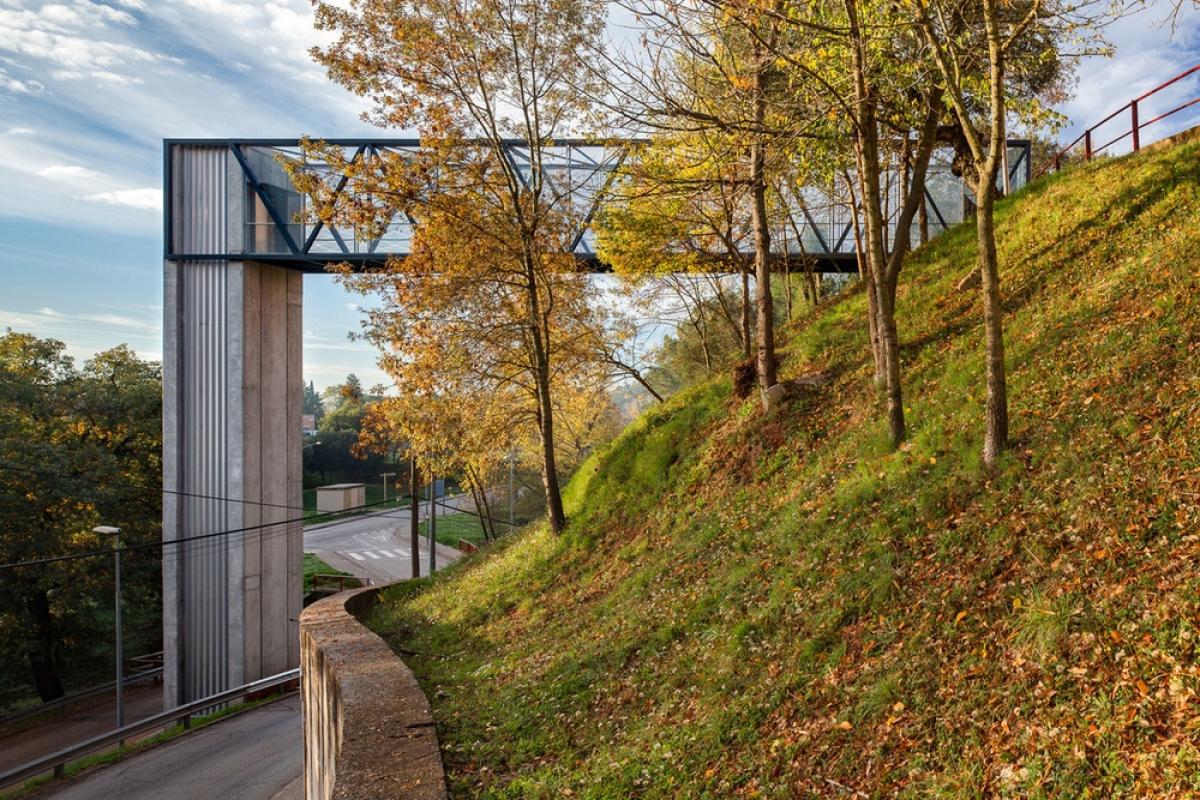 Ascensor i passera d'accés a edificis de Sant Daniel (Girona)