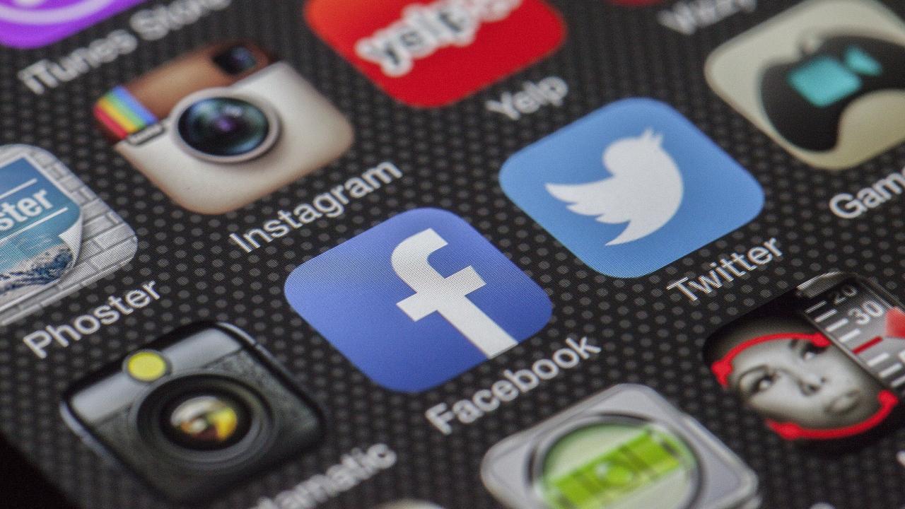 Dia Mundial de les XarxesSocials / Día Mundial de las RedesSociales