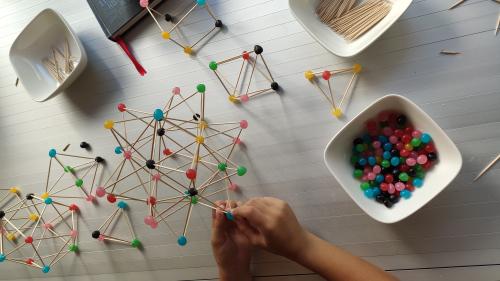 És impressionant quan un infant entén una estructura tridimensional i és capaç de fer-la per ell mateix