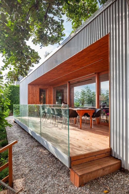 Terrassa coberta per gaudir de l'exterior.  Terraza cubierta para disfrutar del exterior